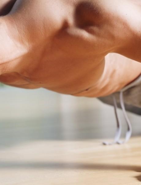 Vežbajte kod kuće: Strašan trening za grudi!