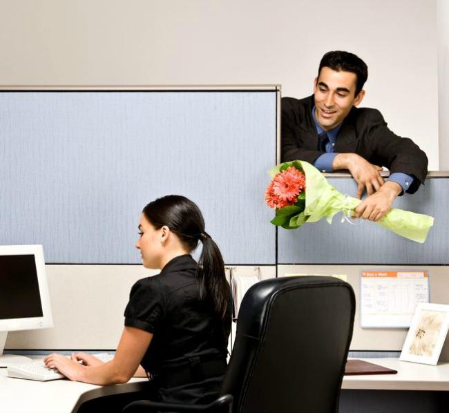 Ljubav u kancelariji1 Boban ulaže protest: Pravda za seksualno uznemiravanje