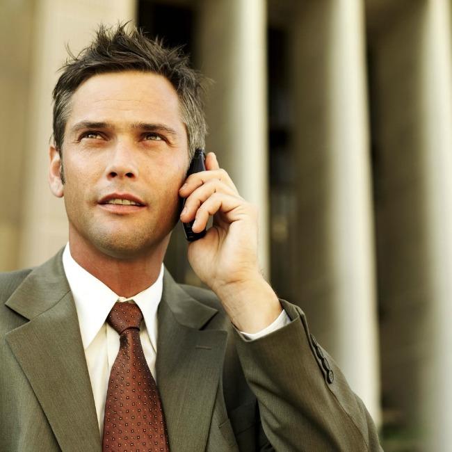 Man on Cell1 Koristite mobilni telefon sa stilom