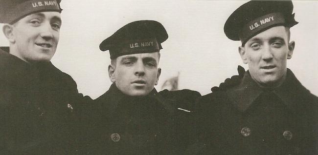 US Navy Sailors1 Mornarski kaput je uvek u trendu