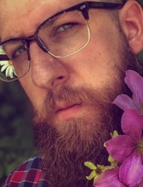 Novi Instagram trend: Cveće u bradi