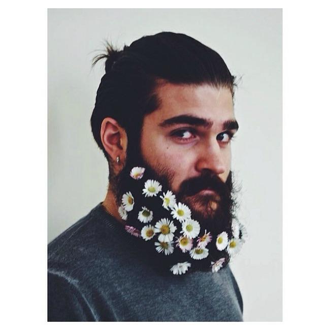 cvece u bradi 1 Novi Instagram trend: Cveće u bradi