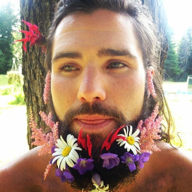 cvece u bradi 10 Novi Instagram trend: Cveće u bradi