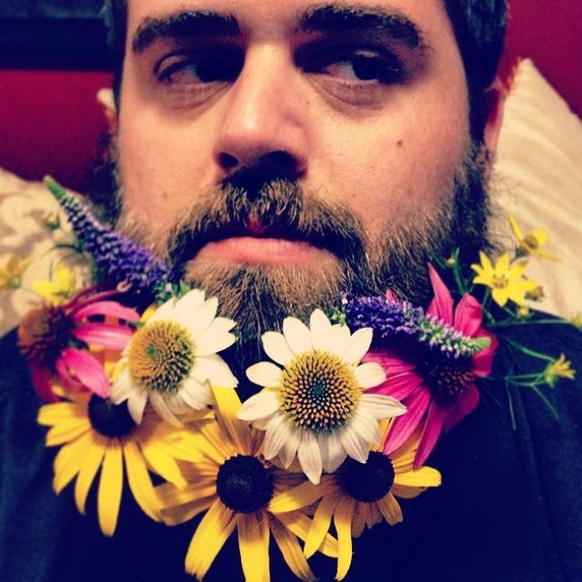 cvece u bradi 2 Novi Instagram trend: Cveće u bradi