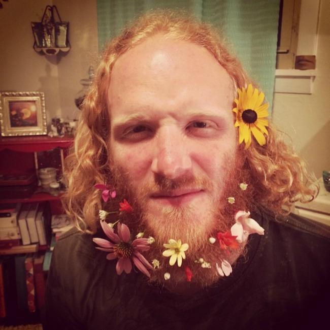cvece u bradi 4 Novi Instagram trend: Cveće u bradi
