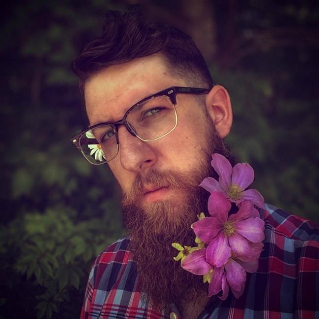 cvece u bradi 5 Novi Instagram trend: Cveće u bradi