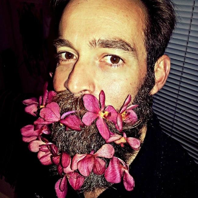 cvece u bradi 6 Novi Instagram trend: Cveće u bradi