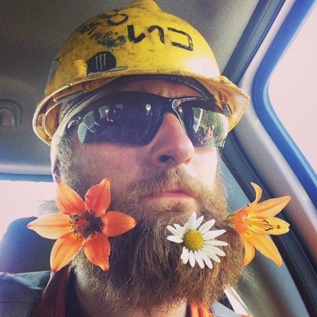 cvece u bradi 7 Novi Instagram trend: Cveće u bradi