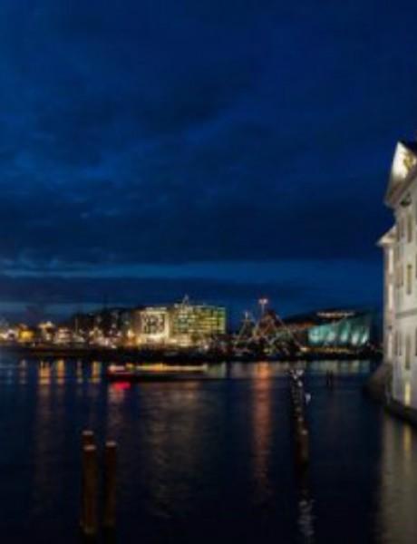 Brod duhova uplovio u luku u Amsterdamu