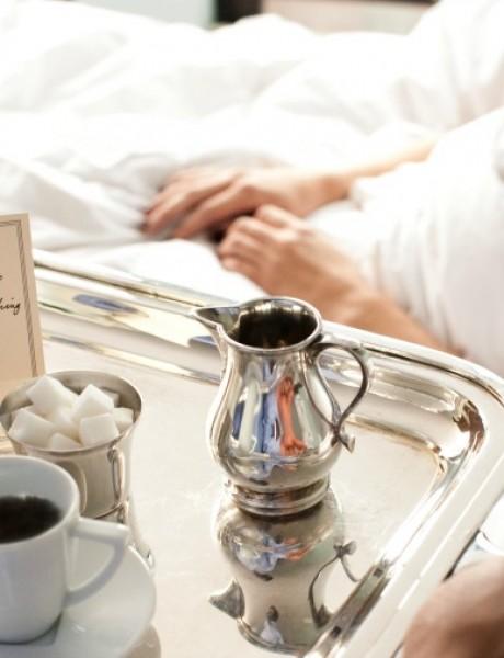 Džentlmen u krevetu: Neka se dama svuče sama