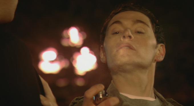 muskarac se prska parfemom Džentlmen da budem: Džentlmen i parfem