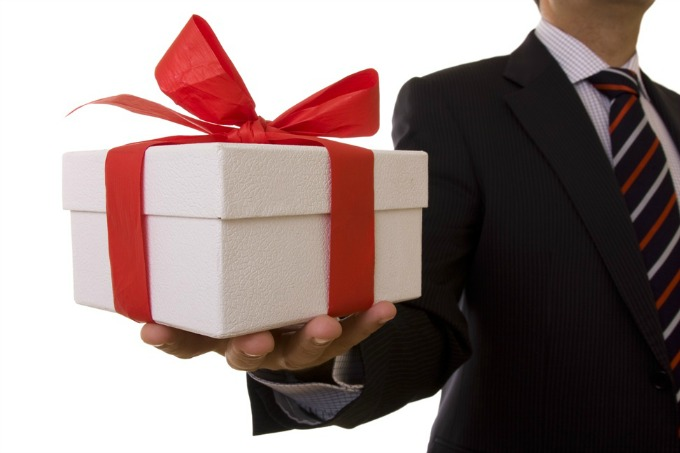 poklon1 Džentlmen da budem: Džentlmen i poklanjanje poklona