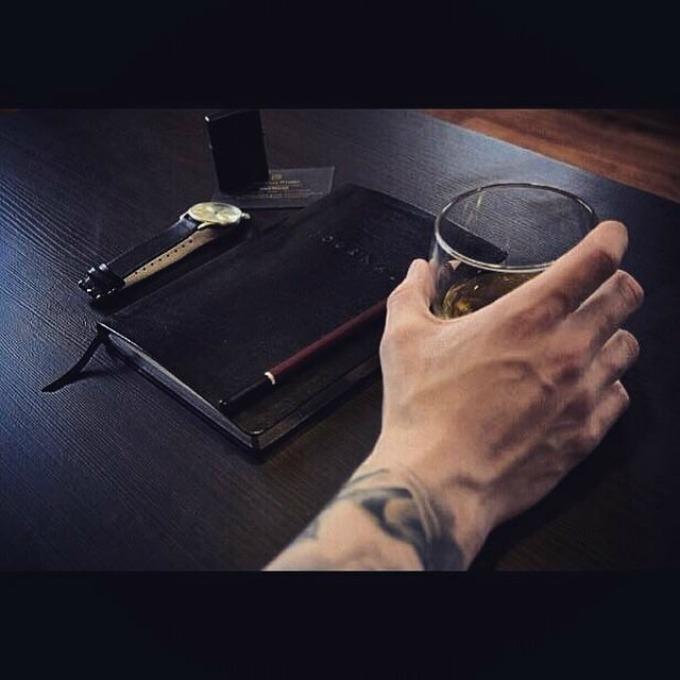 instagram 11 Instagram inspiracija: Muškarci nose viski