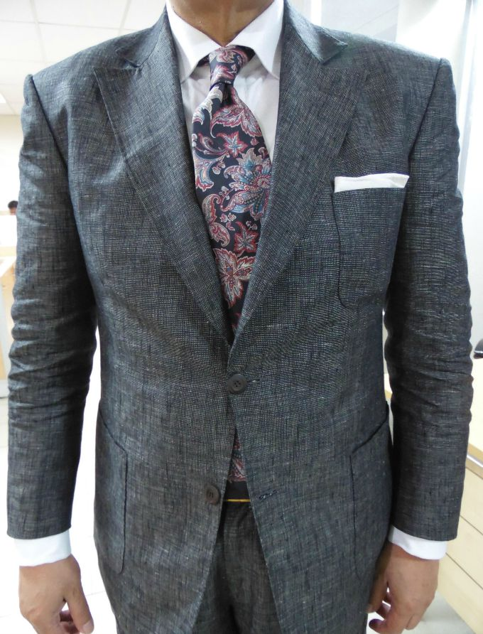 bela kosulja i sarena kravata Četiri načina da upariš kravatu sa košuljom