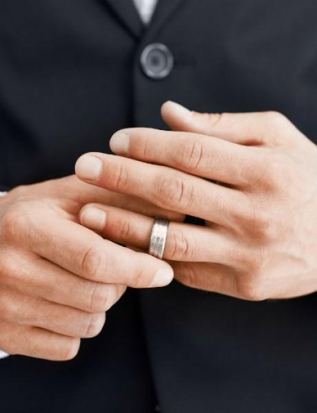 Zna li tvoja žena da nisi oženjen?