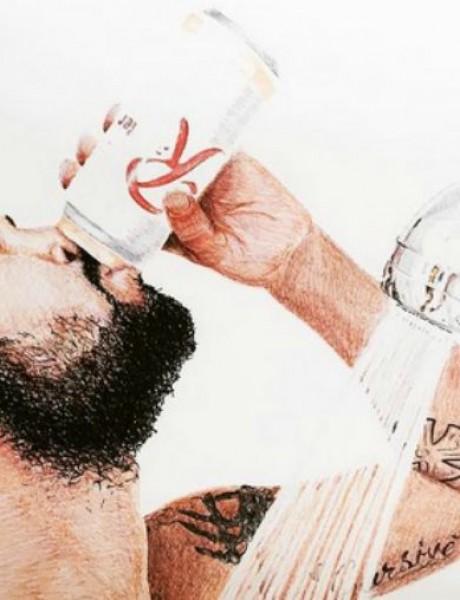 Novi Instagram trend je ispijanje piva tokom tuširanja