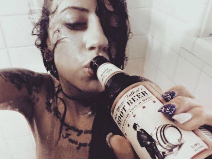 pivo 3 Novi Instagram trend je ispijanje piva tokom tuširanja