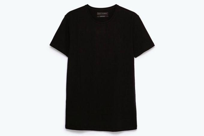 crna majica 5 letnjih jednobojnih odevnih komada za svakog muškarca