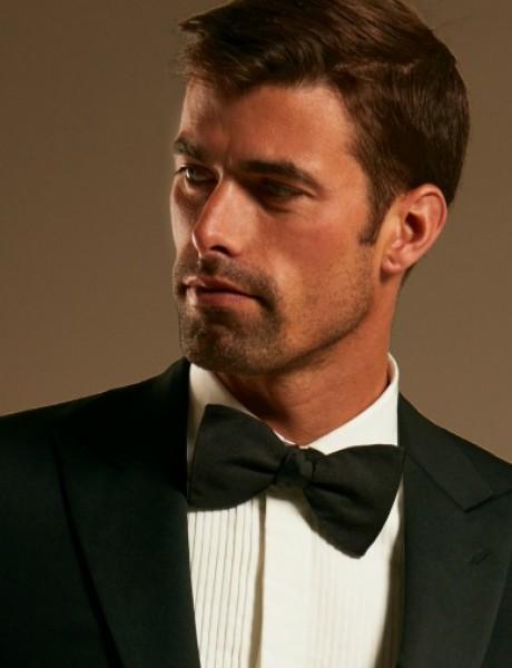 Budite ekspert u nošenju crne kravate i leptir mašne