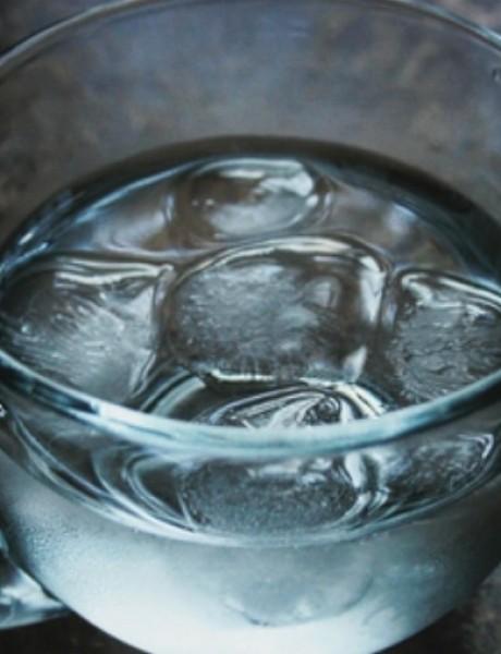 Zašto je nezdravo piti ledenu vodu?