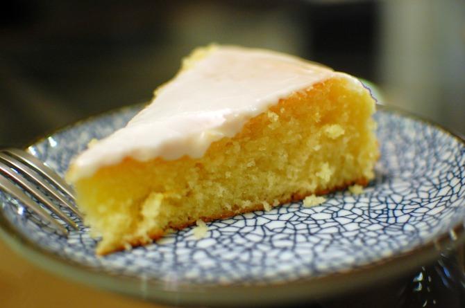 limunov kolac Za Novu godinu iznenadi je preukusnim kolačem