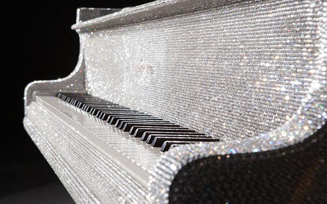 kristalni klavir Čudesni izumi: Klaviri kakve do sada NISTE videli!