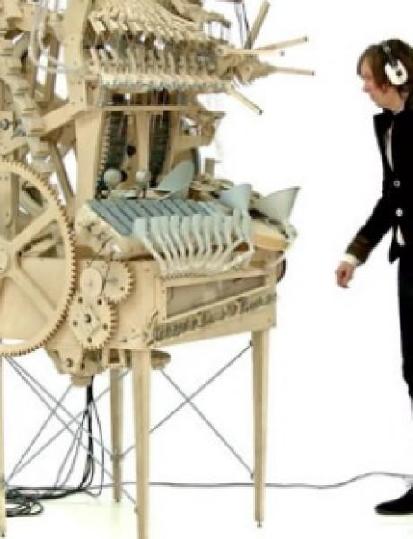 Džinovska muzička kutija: Umetnost ili senzacija?