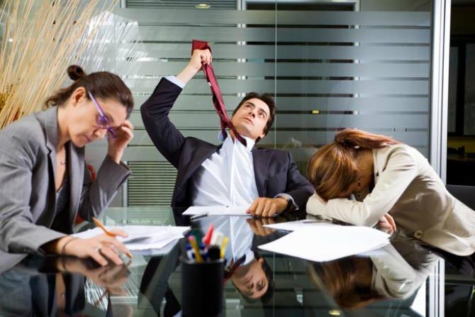 Sastanci Navike zbog kojih izgledate NEPROFESIONALNO na poslu