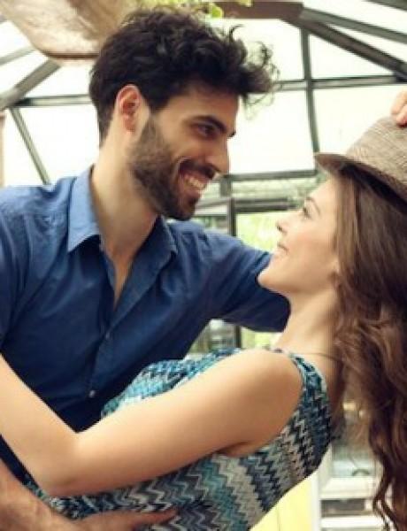 Šta možete učiniti da se vaša devojka oseća voljenom iako NISTE romantični