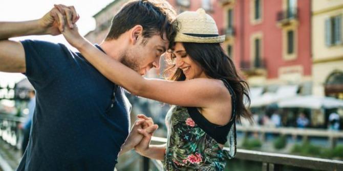 Šta možete učiniti da se vaša devojka oseća voljenom iako NISTE romantični2 Šta možete učiniti da se vaša devojka oseća voljenom iako NISTE romantični