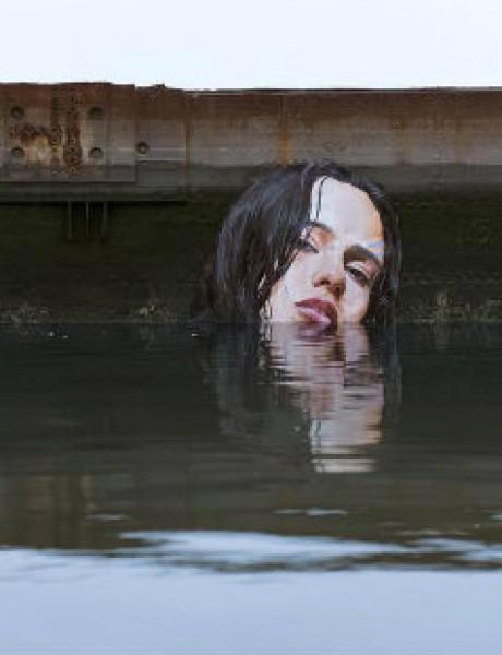 Ovaj umetnik pravi NEVEROVATNE murale iznad vode
