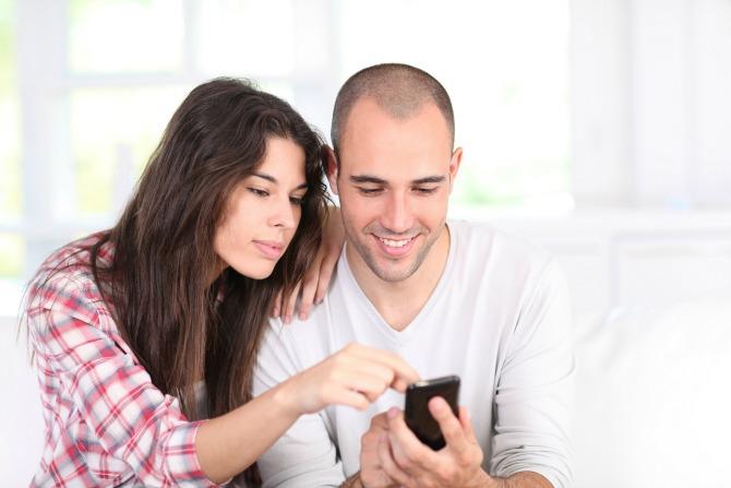Navike parova koje nerviraju sve na Facebook  Navike parova koje nerviraju sve na Facebook u