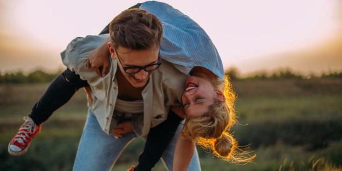 ljubavni par 2 Vrste devojaka sa kojima treba da se družiš tokom dvadesetih