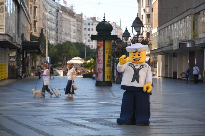 LEGO MAN iznenadio beogradjane Misteriozna poseta prijatno iznenadila Beograđane