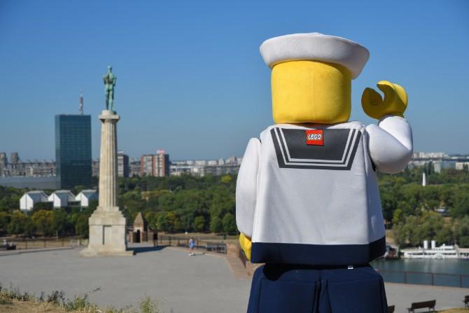 LEGO setnja Misteriozna poseta prijatno iznenadila Beograđane