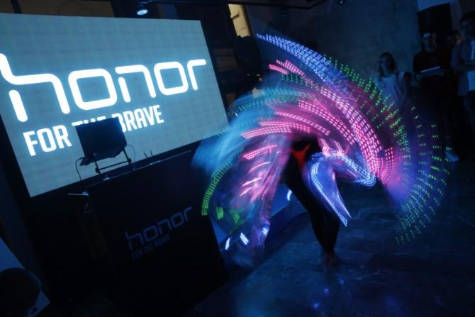 Nastup LED vila 2 Honor 9 – Uzbudljiva igra tehnologije i svetlosti