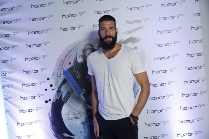 Nichim Izazvan Honor 9 – Uzbudljiva igra tehnologije i svetlosti