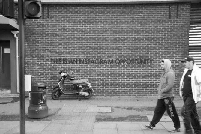 Ove ironične poruke na ulicama Velike Britanije je nemoguće ne primetiti 1 Ove ironične poruke na ulicama Velike Britanije je nemoguće ne primetiti!