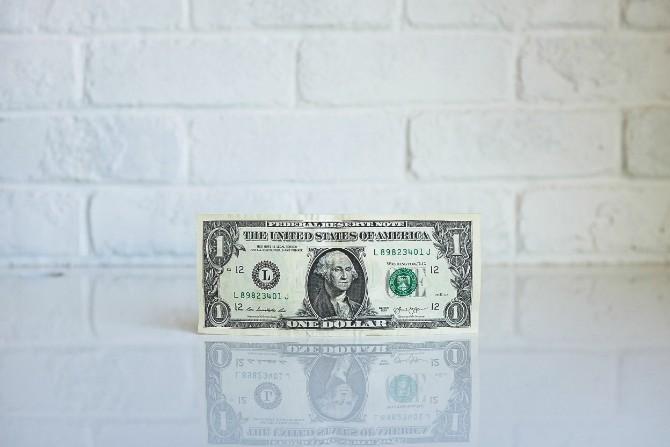 neonbrand 258972 Još jedna cigla u glavi: Svet se okreće oko novca