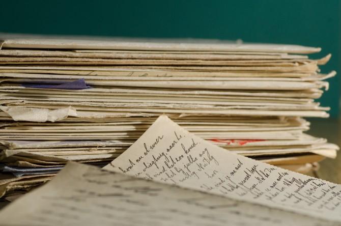 stack letters letter handwriting family letters 51191 Za bolju i dublju vezu, radi sa svojom partnerkom ove stvari