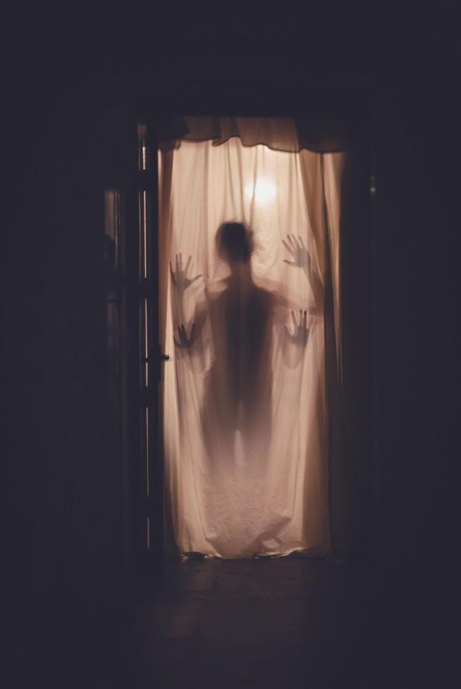 anmol 550730 unsplash 1 Nauka nasuprot sujeverja – zašto se pojavljuju duhovi?