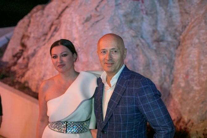 Miodrag Kostić i Nina Badrić Najluksuznija istarska plaža koju moraš da posetiš
