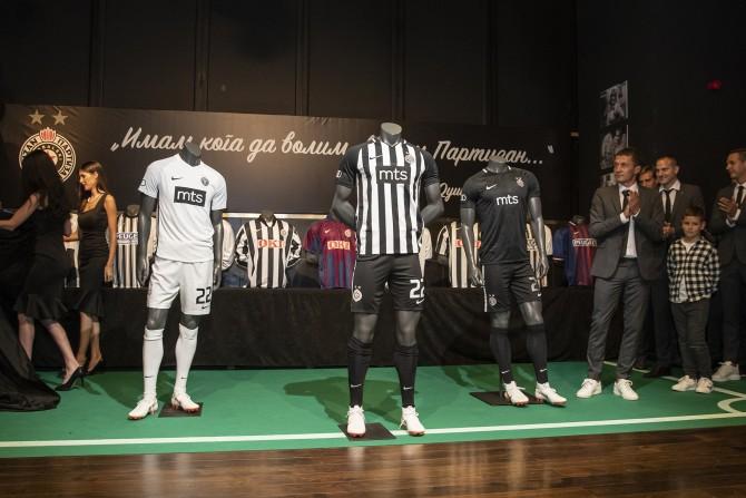 Tri garniture novih dresova FK Partizan e1531230626272 Predstavljen novi Nike dres FK Partizan