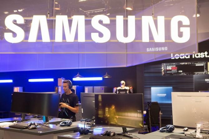 Samsung booth at Gamescom 2018 1 CJG5 e1535372496812 Samsung predstavio CJG5 zakrivljeni gejming monitor na sajmu Gamescom 2018