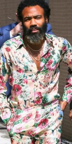 HOT STYLE: Donald Glover u cvetnom printu od glave do pete