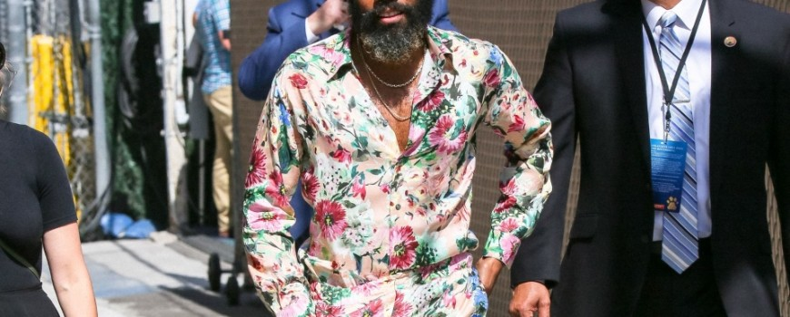 HOT STYLE: Donald Glover u cvetnom printu od glave do pete