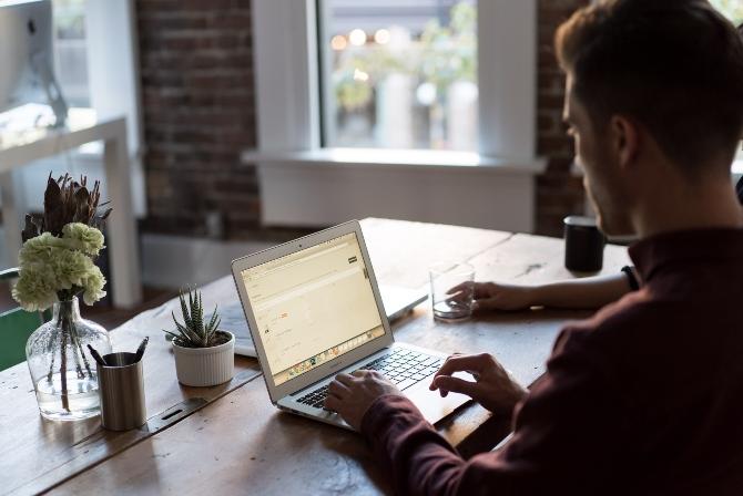 radni prostor kod kuće 1 Kako da organizuješ radni prostor – kod kuće