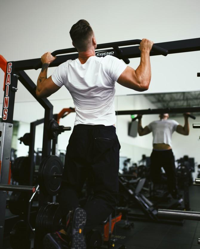 gordon cowie kVX6MBa2uNk unsplash e1599812923919 Zašto mišići ne rastu – iako naporno vežbaš
