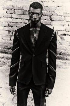 #suitup – modni brend Alexander McQueen predstavio je novu kolekciju
